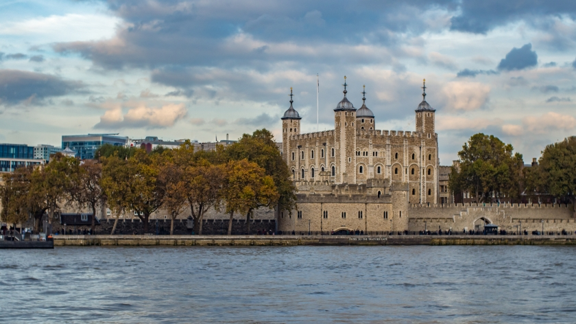 graphicstock-the-tower-of-london-the-oldest-building-in-london_HYMcehb5Z.jpg